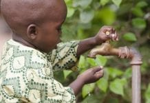 Olsztyński naukowiec uczy dzieci w różnych zakątkach świata ogrodnictwa