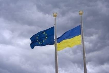 flagi Ukrainy i UE