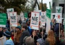 """Protesty przeciw CETA i TTIP """"przeciw wszechwładzy korporacji"""""""
