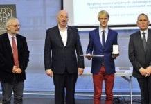 Złoty Medal Chemii 2015 trafił w ręce młodego naukowca z UW