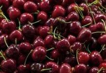 Jabłka, gruszki, czereśnie, truskawki. Skąd importowano w 2017 r.?