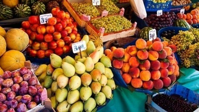Stragan w Turcji - owoce i warzywa