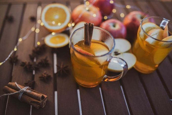 Tłoczone Jabłko w zimowej inspiracji od Braci Sadowników Podgrzej i się ogrzej!