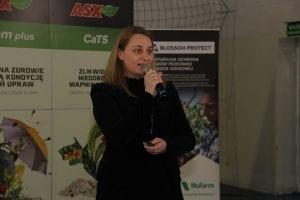 Iwona Polewska zwróciła uwagę na niską zasobność gleb Polski w próchnicę i problemy z przyswajalnością składników pokarmowych w warunkach niedoboru opadów