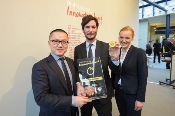 Harry Xu, dyrektor generalny Jingold, Frederico Milanese, kierownik ds. rozwoju międzynarodowego, Jingold, Madlen Miserius, starszy kierownik produktu