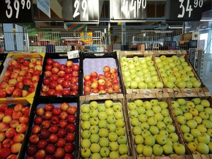 Owoce i warzywa w supermarkecie w Czechach - fot. P.Grel