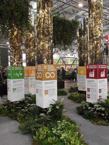 Komunikaty mówiące o wpływie roślin na nasze życie i podkreślające dbałość duńskich producentów o środowisko