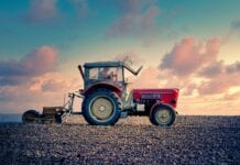 Jakie ubezpieczenia dla rolników są obowiązkowe?