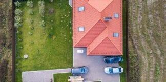 Wąska działka co determinuje? Budowa domu na wąskiej działce – wymogi i polecane projekty